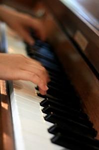 Mani su pianoforte